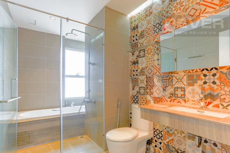 Phòng Tắm 1 Căn hộ Sunrise City 2 phòng ngủ tầng cao W2 view hồ bơi