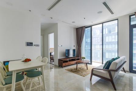 Bán hoặc cho thuê căn hộ Vinhomes Golden River 2PN, tầng cao, đầy đủ nội thất, view sông Sài Gòn