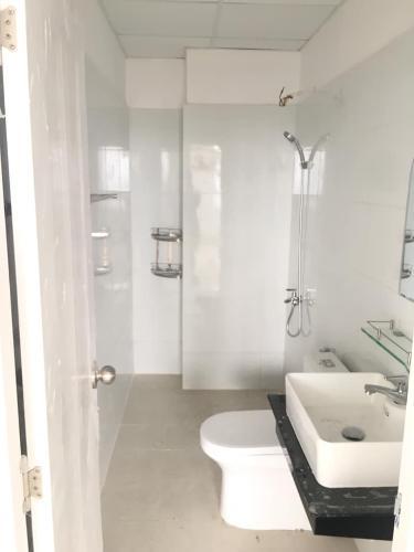 Nhà vệ sinh Topaz Home 2 Căn hộ Topaz Home 2 tầng thấp, nội thất cơ bản chủ đầu tư.