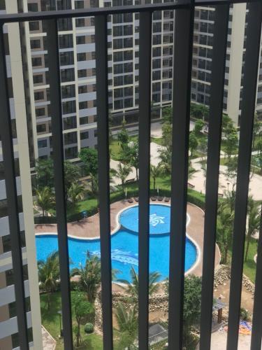Ban công căn hộ Vinhomes Grand Park Căn hộ Vinhomes Grand Park nội thất cơ bản, view nội khu hồ bơi.