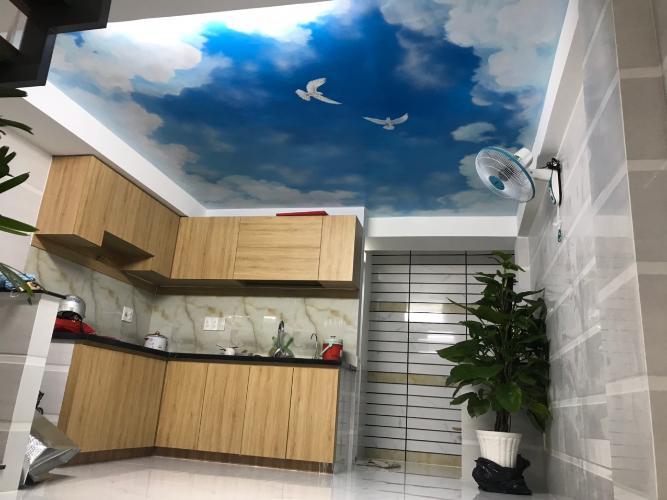 Không gian bếp nhà phố Nhà phố trung tâm Tân Phú hướng Nam, hẻm xe ba gác.