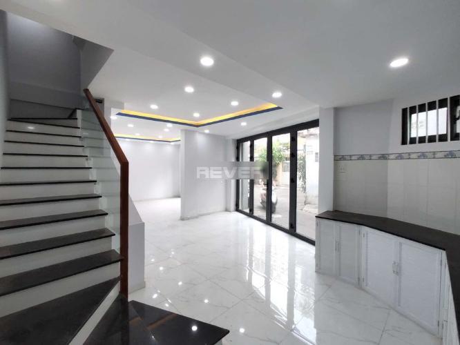 Không gian nhà phố Tân Phú Nhà phố diện tích sử dụng 125m2 hướng cửa Đông Nam, thiết kế kỹ lưỡng.