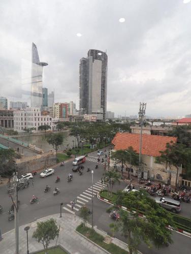 View Office-tel Saigon Royal tầng 04 ban công Đông Bắc, đầy đủ nội thất