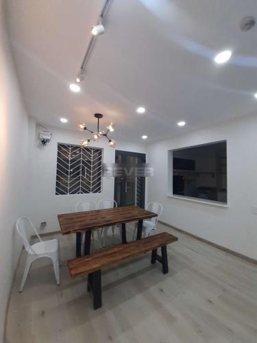 Căn hộ chung cư Khánh Hội 1 tầng thấp, đầy đủ nội thất.