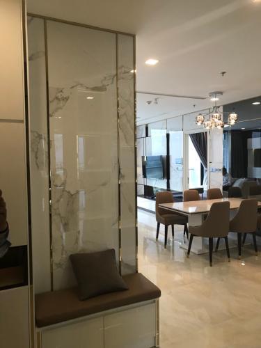 phòng ăn Căn hộ Vinhomes Golden River nội thất đầy đủ, tầng cao.