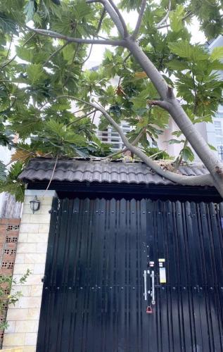 Bán nhà hẻm 1 sẹc đường Nguyễn Kiệm, vị trí thuận lợi, cách sân bay Tân Sơn Nhất 10 phút.