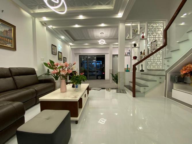 Bán nhà 3 lầu khu Omely đường Huỳnh Tấn Phát, Quận 7, diện tích đất 81m2, đầy đủ nội thất