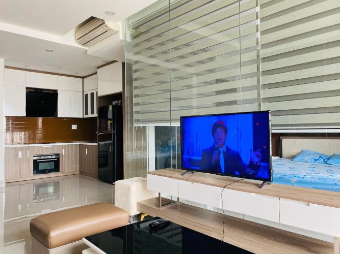 Phòng khách căn hộ Sunrise Riverside Bán căn hộ tầng cao Sunrise Riverside có view hồ bơi nội khu thoáng mát, nội thất đầy đủ, dọn vào ở ngay.