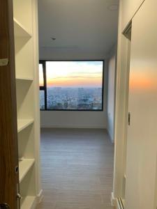 Cho thuê căn hộ Kingdom 101 thuộc tầng cao, diện tích 60.58m2, 1PN, nội thất cơ bản