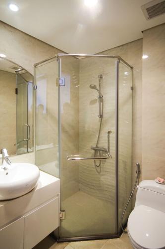 Phòng tắm căn hộ Vinhomes Central Park Cho thuê căn hộ Vinhomes Central Park, nội thất đầy đủ, view thành phố.