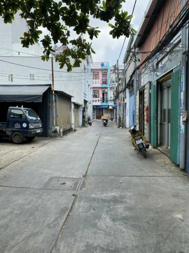 Nhà xưởng kho bãi Mã Lò Bình Tân Nhà xưởng kho bãi diện tích 838m2, hẻm xe tải rộng rãi.