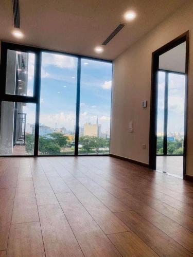 Căn hộ Eco Green Saigon tầng trung, nội thất cơ bản, view thành phố.