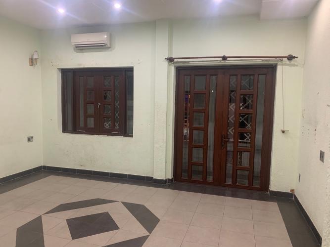 Phòng nhà phố Mai Văn Ngọc, Phú Nhuận Nhà mặt tiền Phú Nhuận, diện tích rộng, nội thất cơ bản.