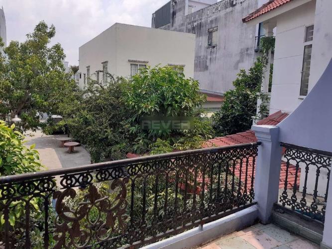 Ban công nhà Phước Long B Quận 9 Nhà đường số 185 Phước Long B, 2 mặt tiền 51m2.