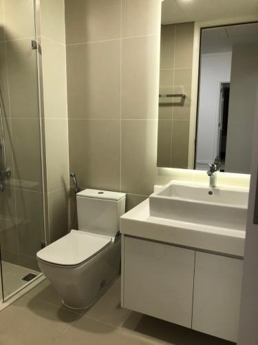 nhà tắm căn hộ Gateway Căn hộ Gateway Thảo Điền đầy đủ nội thất tinh tế, view thành phố.