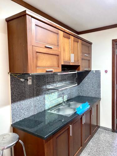 Khu vực bếp căn hộ Hoàng Anh Thanh Bình Căn hộ Hoàng Anh Thanh Bình tầng cao, view ngắm trọn thành phố.