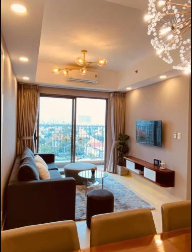 Phòng khách Masteri Thảo Điền Quận 2 Căn hộ Masteri Thảo Điền tầng trung, view sông thoáng mát.
