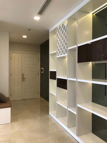 Không gian căn hộ vinhomes Golden River , Quận 1 Căn hộ Vinhomes Golden River tầng 3 view thoáng mát, đầy đủ nội thất.