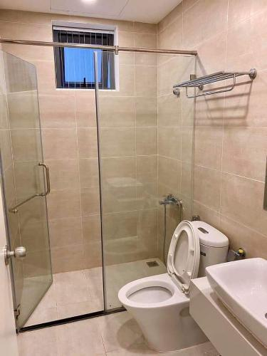 phòng vệ sinh căn hộ giai việt Căn hộ Chánh Hưng Giai Việt tầng cao, cửa hướng Đông.