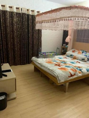 Căn hộ Phú Gia Hưng Apartment tầng trung, ban công Tây Nam mát mẻ.