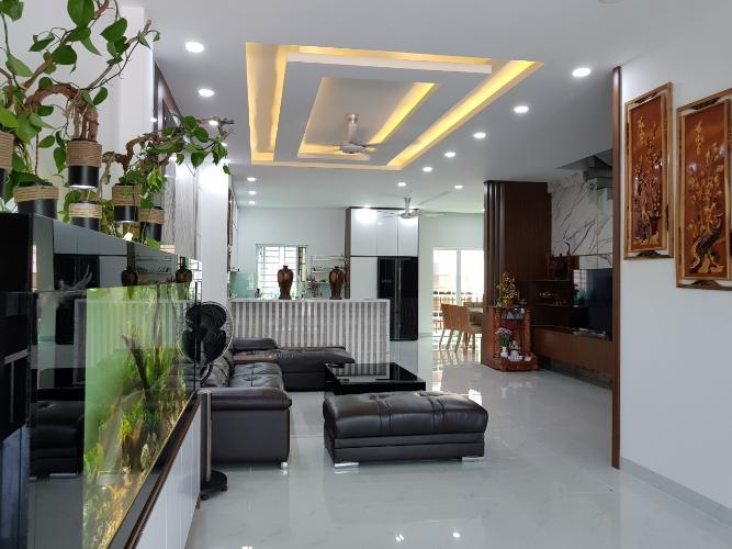 Phòng khách nhà phố Quận 9 Bán nhà 3 tầng đường Trịnh Công Sơn, Quận 9, hướng Đông Nam, thuộc khu nhà phố Rio Vista Khang Điền
