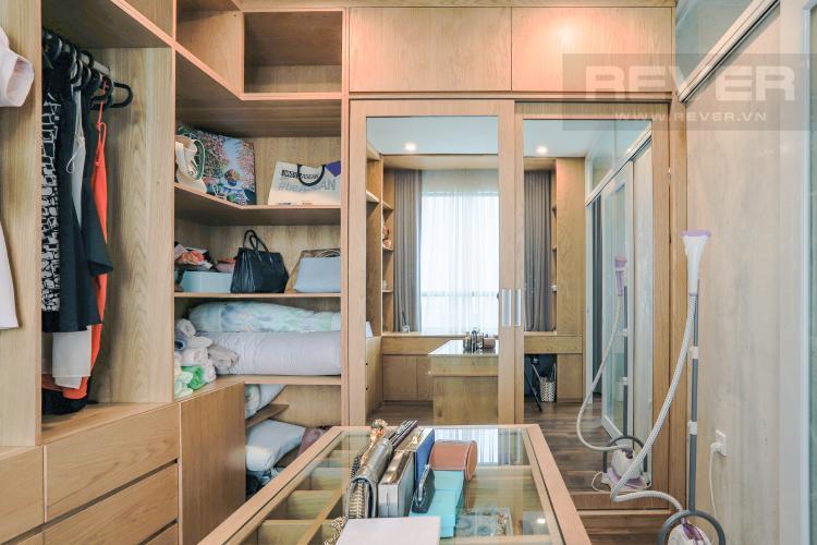 Phòng Thay Đồ Căn hộ Riviera Point 3PN nội thất đầy đủ, có thể dọn vào ở ngay