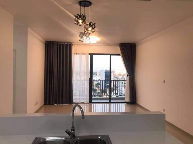 Phòng khách căn hộ Riviera Point Căn hộ Riviera Point nội thất cơ bản, view thành phố sầm uất.
