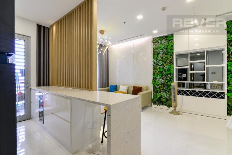 Phòng Khách &  Bếp Căn hộ Vinhomes Central Park tầng cao, 2PN, đầy đủ nội thất, view hồ bơi