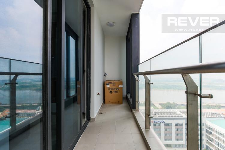 Balcony Căn hộ Vinhomes Golden River tầng trung tòa Aqua 3 diện tích 57m2, đầy đủ nội thất