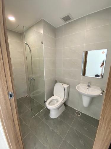 nhà tắm căn hộ The Sun Avenue Căn hộ Officetel The Sun Avenue bàn giao nội thất cơ bản.