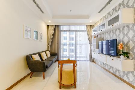 Căn hộ Vinhomes Central Park 2 phòng ngủ tầng cao L3 đầy đủ tiện nghi