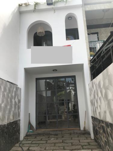 Mặt tiền nhà phố Bình Thạnh Nhà phố hướng Tây Bắc diện tích sử dụng 119.9m2, hẻm xe hơi.