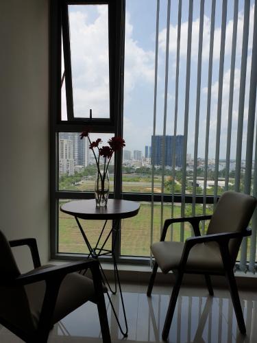 Căn hộ Office-tel Golden King tầng 9, view thành phố sầm uất.