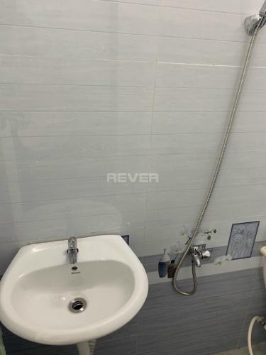 Phòng tắm nhà phố Tân Bình Nhà phố mặt tiền đường Võ Thành Trang, thuận tiện kinh doanh.
