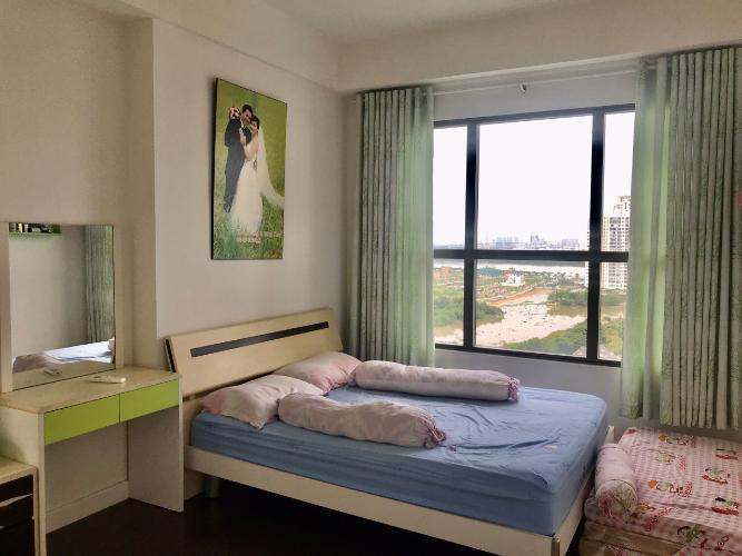 Phòng ngủ căn hộ The Sun Avenue Căn hộ The Sun Avenue tầng trung, view sông và hồ bơi.