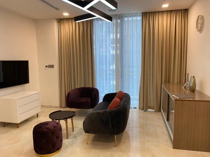 Căn hộ tầng trung Vinhomes Golden River nội thất đầy đủ.