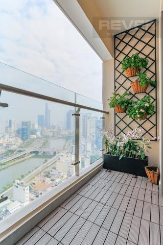 Balcony Căn hộ Masteri Millennium tầng cao, 3PN, đầy đủ nội thất, view kênh Bến Nghé
