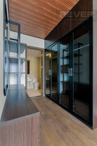 Phòng Tắm 1 Bán hoặc cho thuê căn hộ Saigon Royal 2PN, tháp A, đầy đủ nội thất, view kênh Bến Nghé và Bitexco