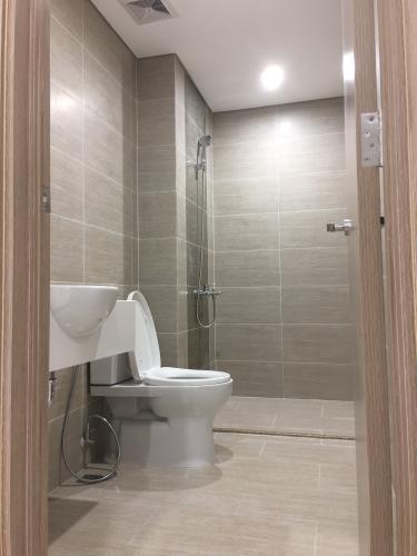 Toilet Vinhomes Grand Park Quận 9 Căn hộ Vinhomes Grand Park tầng trung, view thoáng mát, 2 phòng ngủ.