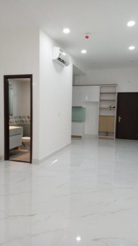 Phòng khách The Sun Avenue, Quận 2 Căn hộ The Sun Avenue đón view nội khu, nội thất cơ bản.