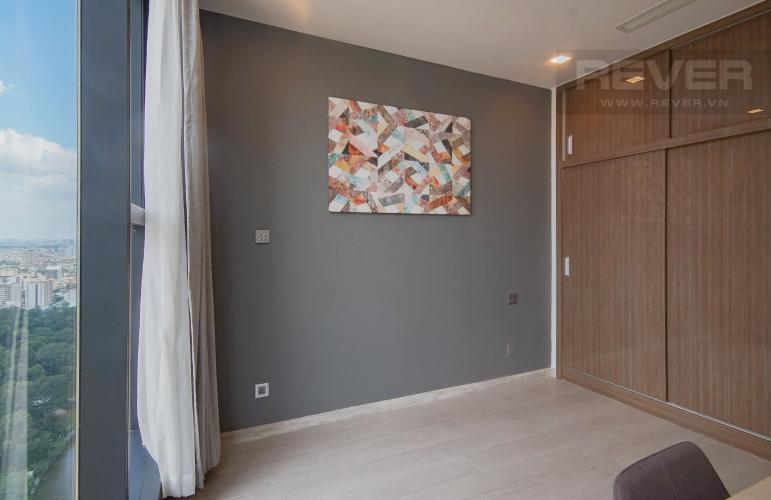 Phòng Ngủ 2 Bán hoặc cho thuê căn hộ Vinhomes Golden River 3PN, tầng trung, đầy đủ nội thất, view sông Sài Gòn và Bitexco