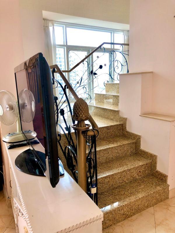 chung-cu-hoang-anh-gia-lai-3-cau-thang-thong-tang-12-13 Bán hoặc cho thuê căn hộ duplex 5PN Hoàng Anh Gia Lai 3, tầng trung, diện tích 242m2, đầy đủ nội thất