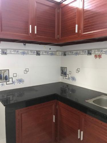 Phòng bếp nhà phố đường Lê Văn Lương, Quận 7 Nhà phố hướng Nam nội thất cơ bản, bàn giao ngay sổ hồng.