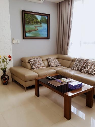 Căn hộ Star Hill Phú Mỹ Hưng tầng thấp có ban công, nội thất đầy đủ.