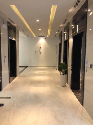 Hành lang Eco Green Saigon Căn hộ Eco Green Saigon tầng cao, nội thất cơ bản, 3 phòng ngủ.