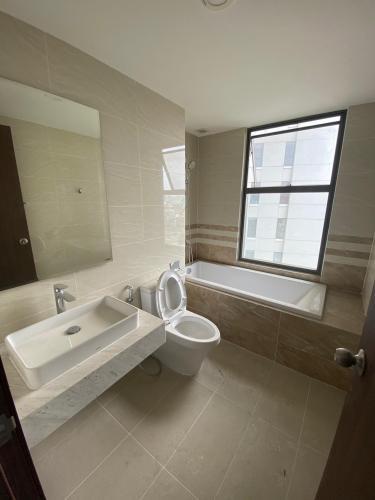 Phòng tắm Saigon Royal, Quận 4 Căn hộ Saigon Royal cửa chính hướng Đông Nam, 3 phòng ngủ.