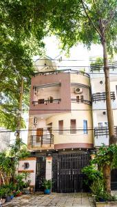 Bán nhà phố KDC Trung Sơn Q.7, 3 tầng, 17PN, diện tích sử dụng 350.4m2, có hầm để xe