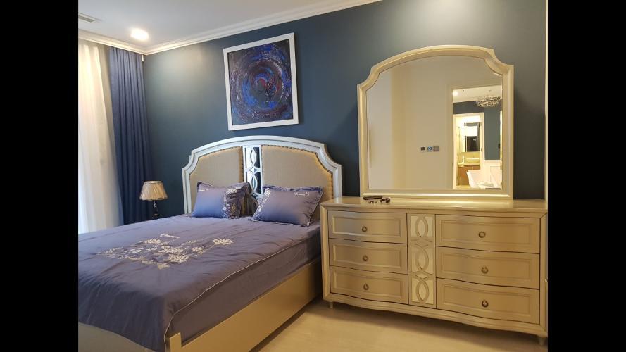 Phòng ngủ Vinhomes Golden River, Quận 1 Căn hộ Vinhomes Golden River tầng cao, hướng Tây Nam.