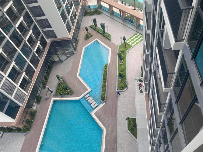 View nội khu Eco Green Saigon Căn hộ Eco Green Saigon tầng trung, view nội khu hồ bơi, 2 phòng ngủ.