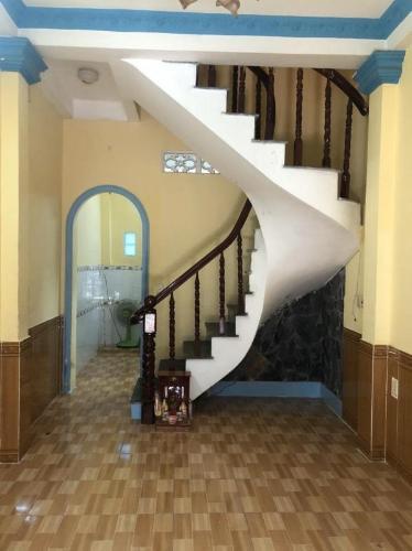 Bán nhà hẻm Nguyễn Xí nội thất cơ bản, dân cư sầm uất, tiện ích đầy đủ